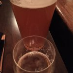 手前が味見用のビール