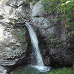 vista della piccola cascata