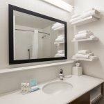 Guestroom standard bathroom