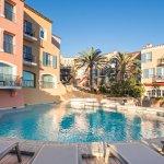 La piscine, le « cœur » de l'Hôtel Byblos Saint-Tropez