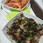 Ameijoa, clams locais e camarões, shrimps local style.