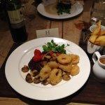 Steak, mushrooms, onion rings, cherry tomatoes, chunky fries, pepper sauce....