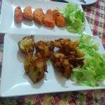 Entrantes: Onion Bhaji, Chicken Pakora