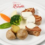 pork fillet with vegetables and fondue sauce