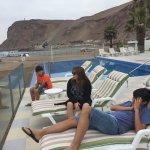 Piscina del Hotel con vista a la Playa