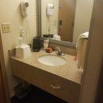 Photo de Econo Lodge Inn & Suites