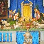 Crèche de noël dans l'église