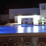 Cancun Bay Resort: Actividades para todas las edades, gimnasia en la pile ;P