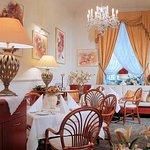 Photo de Louren Hotel