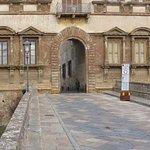 Der Palazzo-Durchgang von Westen aus gesehen
