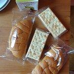 Le petit déjeuner, loin des photos affichées sur tous les sites !