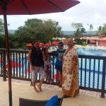 Desde la terraza hacia la piscina