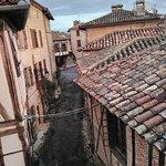 vue du balcon, sur les rues de Puycelsi
