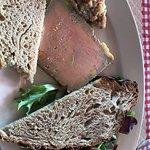 Foie-gras à la vanille, compotée de poire