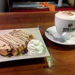 Gofre de Kinder Bueno y Café con nata