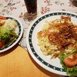 Käsespätzle mit gemischten Salat (10.20 EUR)