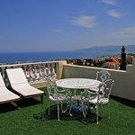 Photo de Korifi Suites Art Hotel