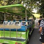 キャンパス内を巡回するバス、1回1元