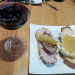 Tosta de Solomillo de Ávila con Foie y Manzana Caramelizada, y de Queso de Cabra con Cebolla Ca