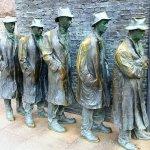 Surrounding sculptures
