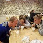 семья из Питера и гость из Нидерландов! Молочный коктейль - супер!