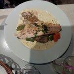 filet de truite saumonée sauce citronée et son risotto au champignon