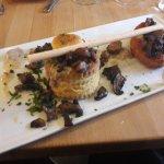 Vol au vent de faisan, ris de veau et champignons des bois