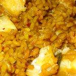 El arroz con bacalao y coliflor ya servido en el plato es una delicatessen total para repetir.