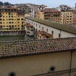 Vista al ponte vecchio y río Arno desde la zona de descanso del hotel.