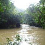 Río después de fuertes lluvias