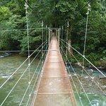 Puente que conecta las 2 costas del río