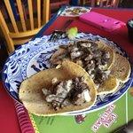 tacos de bistek con queso