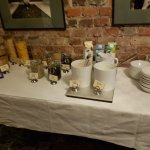 Detalle de una de las mesas del buffet de desayuno