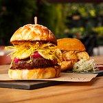 O burger Guanabara é um dos destaques do cardápio. Foto: Felipe Faria