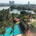 Photo de Crowne Plaza Kochi