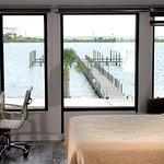 Roya Hotel & Suites Bayside