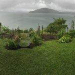 Vista del lago del Volcan Arenal desde la terraza de Las Tinajas