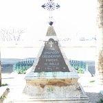 צלע ההר. נוף מאד יפה של חיפה העיר הנמל מפרץ חיפה עכו ועד הצוקים הלבנים של ראש הנ יקרה וכמובן ים