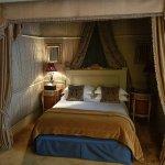 Broken lamp, Dame Nellie bed