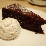 The Ah-ma-zzzzing Flourless Chocolate cake!