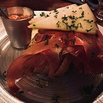come with fresh Olive bread and garlic sauce........mumm.....nice balance