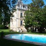 Façade van de Villa, met zwembad
