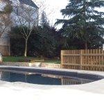 Spa de nage carrelé en émaux de Briare