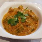 Okra Masala (okra en salsa de cebolla, tomate, jengibre y especias aromáticas)