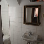 Full bathroom in our double ensuite room 30Euro/night