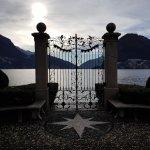Il cancello sul lago
