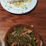 Куриное филе под сырным соусом и свинина с овощами