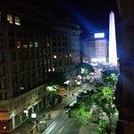 Vista nocturna del Obelisco desde mi habitación.