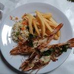 Camarões com arroz a grega e batatas