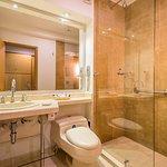 Baño de Habitación — Hotel Dann Norte